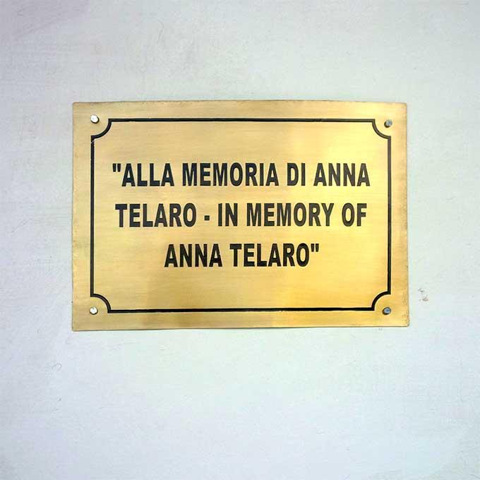 Targa In Memoria Di Anna Telaro